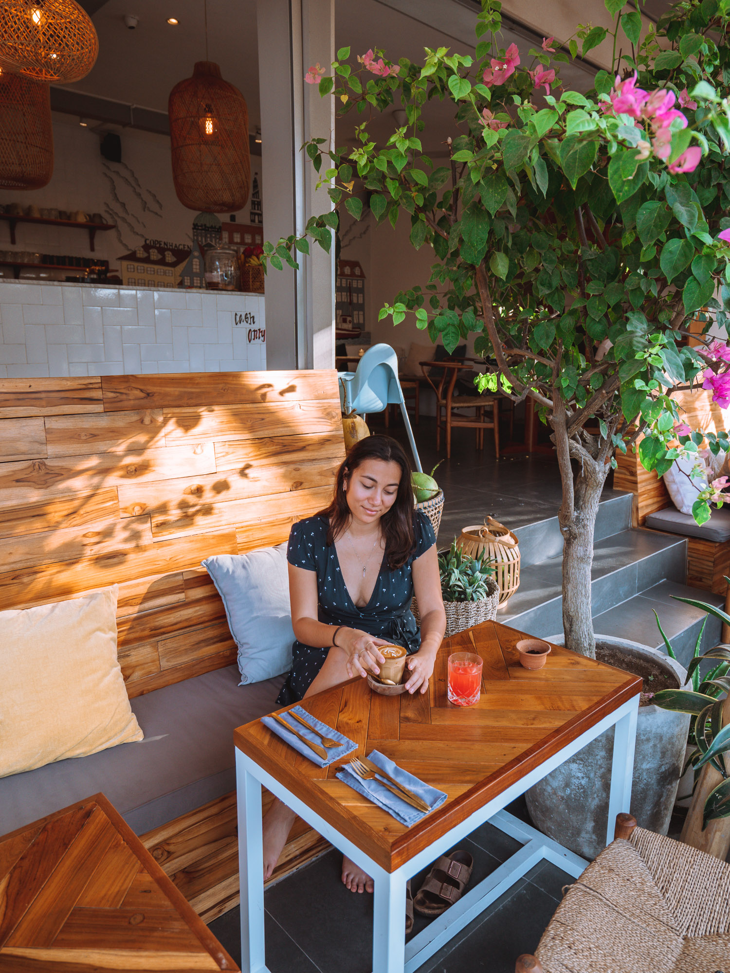 Canggu · a Guide to Coffee shops, Restaurants and Food Markets